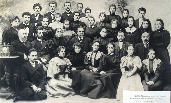 Группа преподавателей и студентов МГК