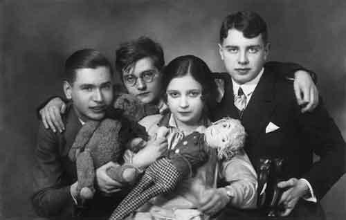 А. Кнорре, Д.Д.Шостакович, В.Г.Дулова, Л.Н.Оборин. Берлин. 1927