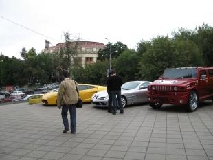 Машины с людьми...