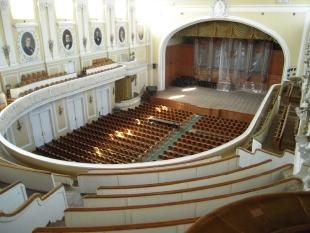Большой зал Московской консерватории. Вид летом