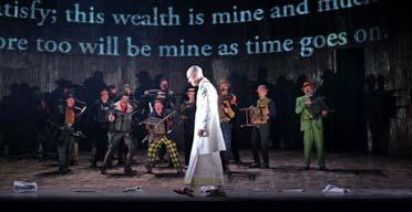 «Сатьяграха» Филиппа Гласса, постановка Английской национальной оперы в сотрудничестве с Improbable. Фотограф: Тристрам Кентон